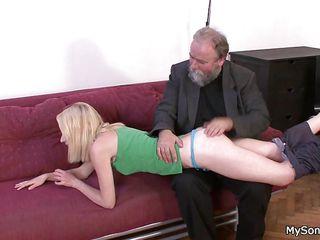 Порно муж трахает зрелую жену