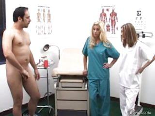 смотреть порно осмотр у врача