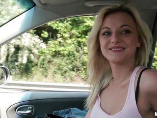 Видео порно сосет член молодого