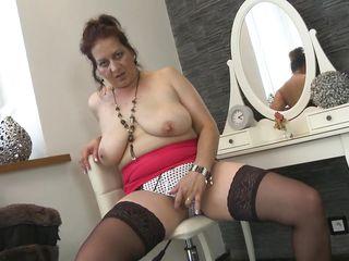Тетя спалила за дрочкой русское порно
