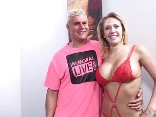 Порно жена ебет подругу в жопу